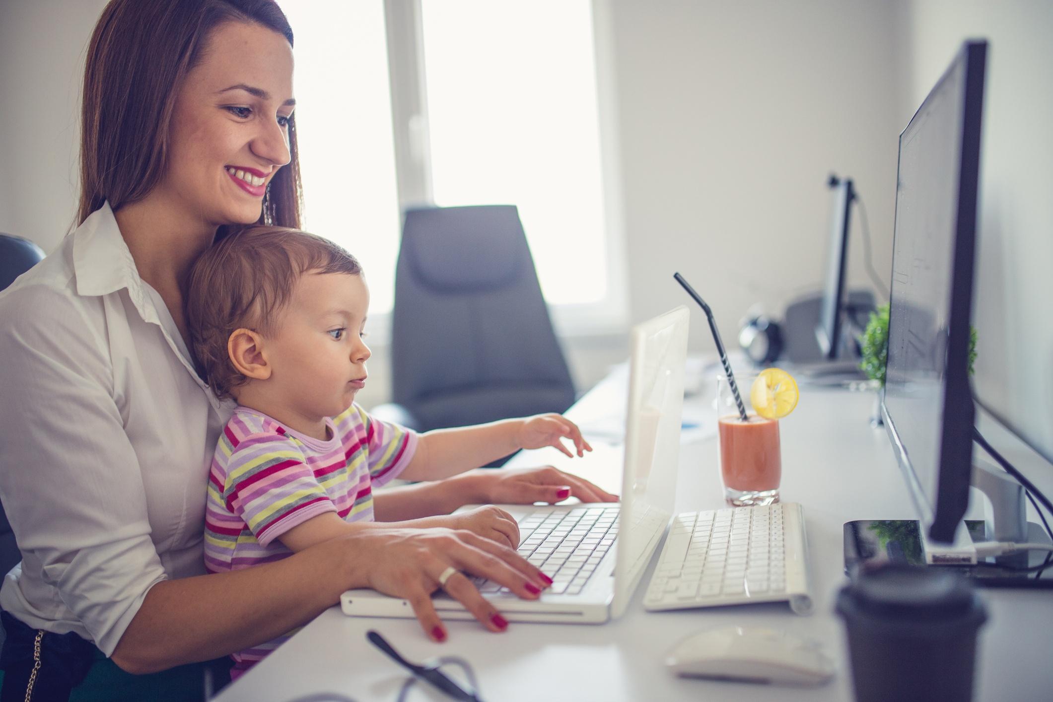 Existen miles de formas de ayudar a los padres trabajadores, ¡encuentre la suya!
