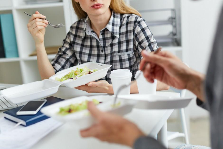 Construye un ambiente laboral que fomente una alimentación sana con estas buenas prácticas