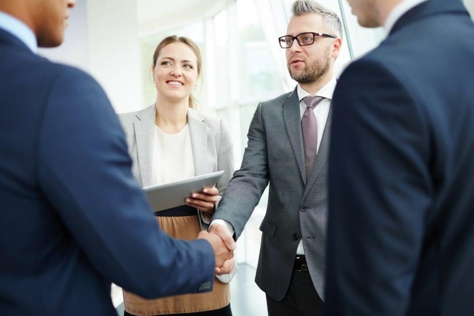 Las estrategias de empresas top para retener a sus clientes